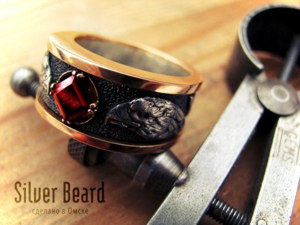 Мужское кольцо с соколом