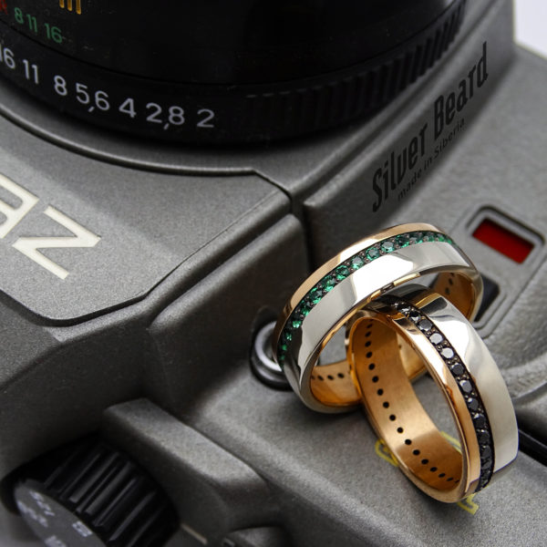 Обручальные кольца с изумрудами